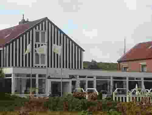 3 Sterne Bio Hotel Dünenhotel Strandeck auf der ostfriesischen Insel Langeoog Front Ansicht Hotel