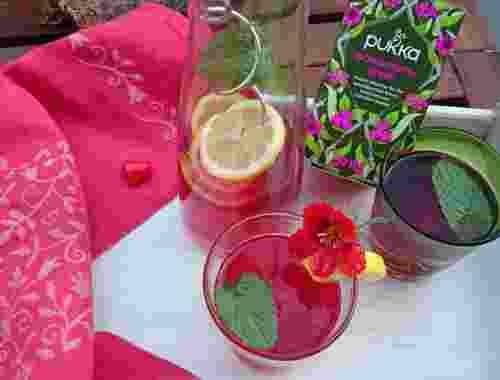 Bio Tee aus purporroten Beeren wonderberry green von Pukka Als Eistee