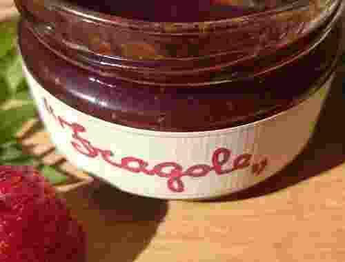 Erdbeerkonfitüre Extra Confettura di Fragole aus 45,3% Erdbeeren von Fattoria La Vialla (1)