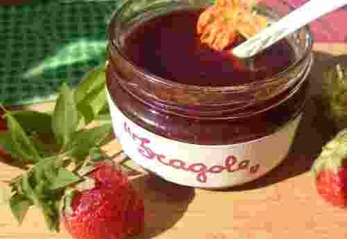 Erdbeerkonfitüre Extra Confettura di Fragole aus 45,3% Erdbeeren von Fattoria La Vialla (2)