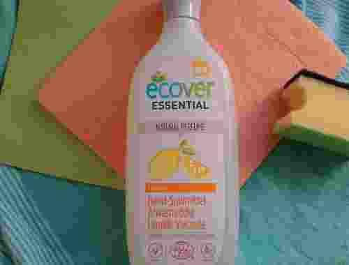 Essential Hand Spülmittel Lemon von ecover Essential Ecover Lemon mit weiteren Putzutensilien