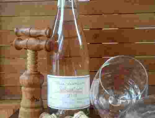 Perlwein Mussantino Selvatico Jahrgang 2017 von Fattoria La Vialla Perlwein mit Weingläsern dekorativ (1)