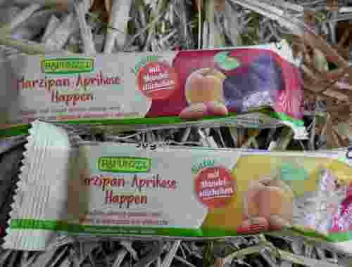 Marzipan-Aprikose Happen mit Mandelstückchen natur oder Zartbitter, Rapunzel--unterschiedliche Sorten